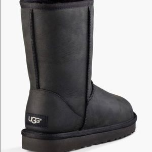 UGG Black leather short boot